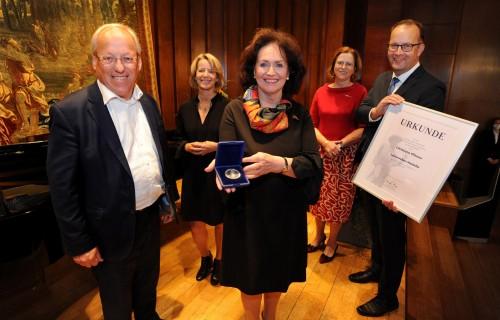 Leineweber-Medaille für Christiane Pfitzner
